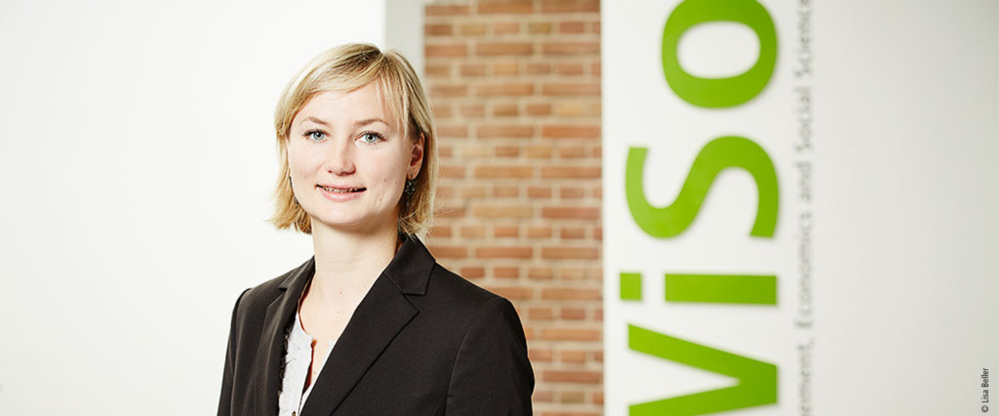 Portrait Prof. Dr. Lea Ellwardt - CGS Cologne Graduate School in Management, Economics and Social Sciences
