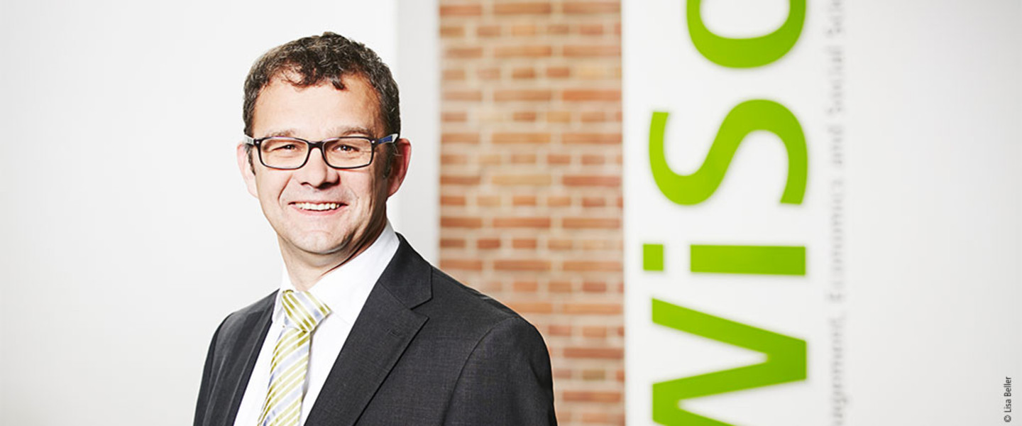 Portrait Prof. Dr. Dieter Hess - Professorship for Business Administration and Corporate Finance