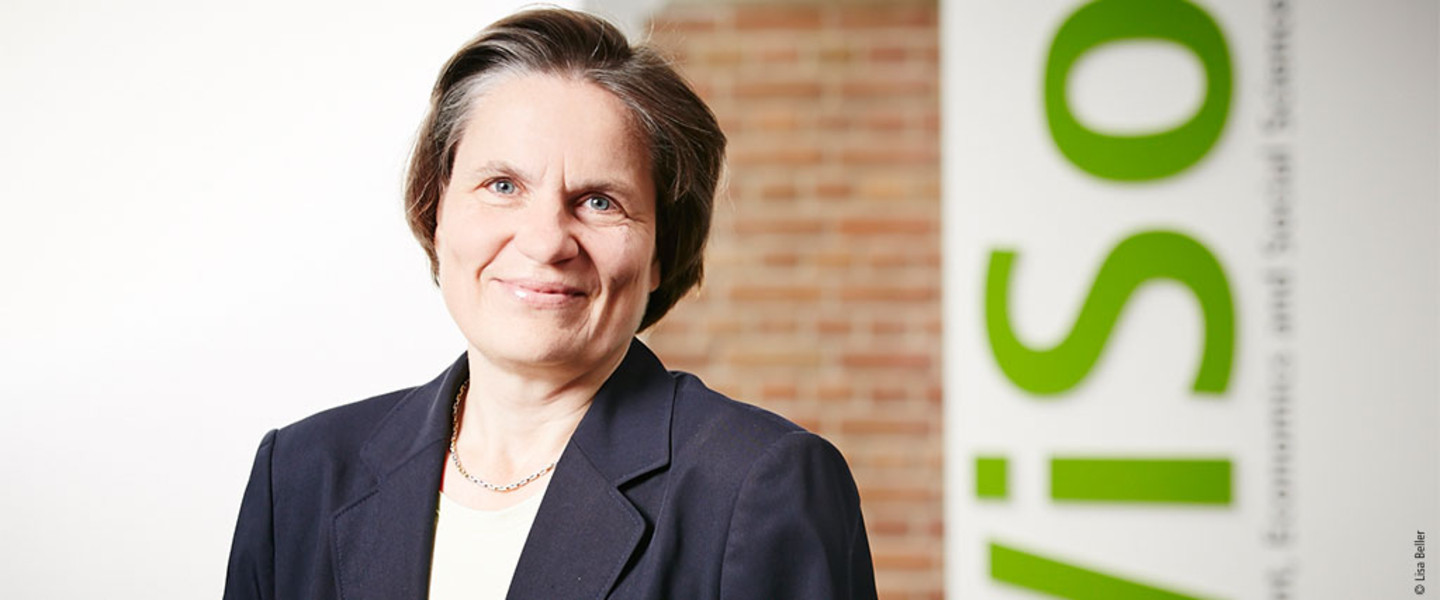 Portrait Prof. Dr. Claudia Loebbecke, M.B.A. - Department of Media and Technology Management
